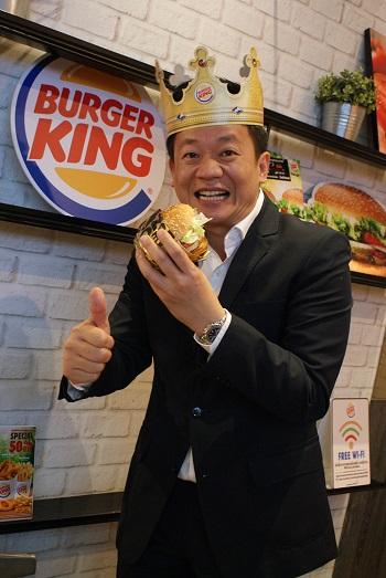 ประพัฒน์ เสียงจันทร์ ผู้จัดการทั่วไป บริษัท เบอร์เกอร์ (ประเทศไทย) จำกัด  ในเครือไมเนอร์ฟู้ด กรุ๊ป  ผู้รับสิทธิ์ทำตลาดร้านเบอร์เกอร์คิงในไทย