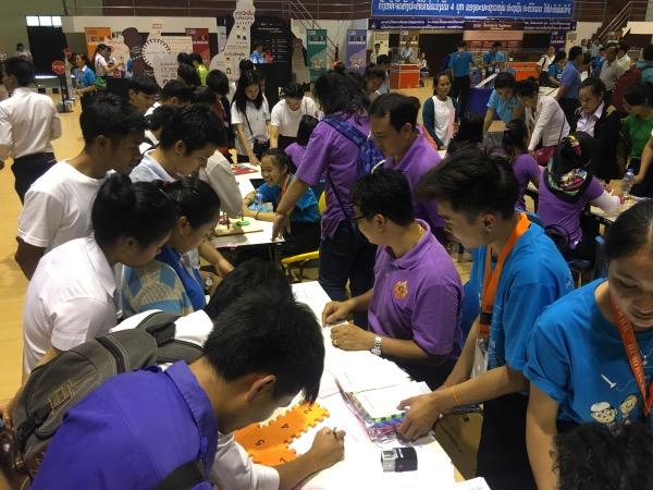 นักเรียน นักศึกษาลาว ร่วมกิจกรรมอย่างสนุกสนาน