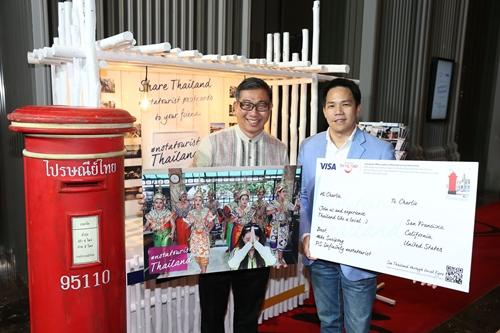 """นายสุริพงษ์ ตันติยานนท์ (ขวา) ผู้จัดการวีซ่า ประจำประเทศไทย ร่วมกับ นายวิบูลย์ นิมิตรวานิช (ซ้าย) ผู้อำนวยการฝ่ายลงทุนธุรกิจท่องเที่ยว การท่องเที่ยวแห่งประเทศไทย (ททท.) เป็นประธานเปิดแคมเปญ """"Visa #notatourist : See Thailand through Local Eyes"""""""