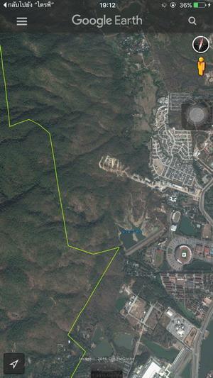 ภาพระบุขอบเขตของอุทยานแห่งชาติดอยสุเทพ-ปุย โดยที่ด้านขวาของเส้นแบ่งเป็นพื้นที่นอกเขตอุทยานฯ แล้ว