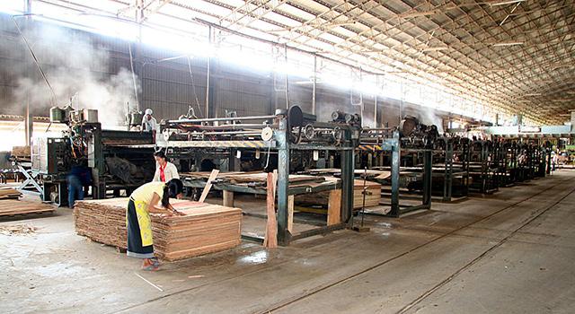 <br><FONT color=#000033>โรงงานแม้แปรรูปแห่งหนึ่งในลาว ที่ไหนๆ ก็มีโรงงานคล้ายกันนี้ แต่นี้เป็นต้นไปจะอยู่ในจอเรดาร์ของทางการตลอดเวลา.  </b>