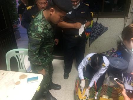 จับพม่าคาด่านแม่สาย ยกทีมขนยาบ้ากว่าแสนเม็ดนั่งแท็กซี่เข้าไทย