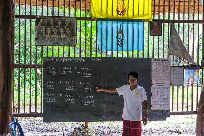 โรงเรียนในชุมชนบ้านมอญ