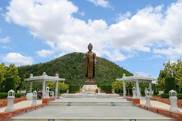 พระพุทธเมตตาประชาไทยไตรโลกนาถ คันธารราฐอนุสรณ์