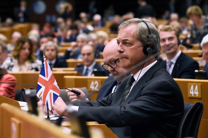 """ประชุมสภายุโรปเดือด! แกนนำ Brexit ถูกโห่ เจอเย้ยกลับ """"หัวเราะกันไม่ออกแล้ว"""""""