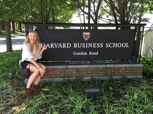 """""""มาเรีย"""" เข้าคอร์สเรียนธุรกิจที่ """"ฮาร์วาร์ด"""" ช่วงโดนแบน"""