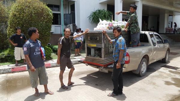 หวั่นคดีพลิกคนขับรถนักการเมืองชนลูกชายดับ    แห่โลงศพร้องพ่อเมืองหนองบัวลำภูช่วยเหลือ