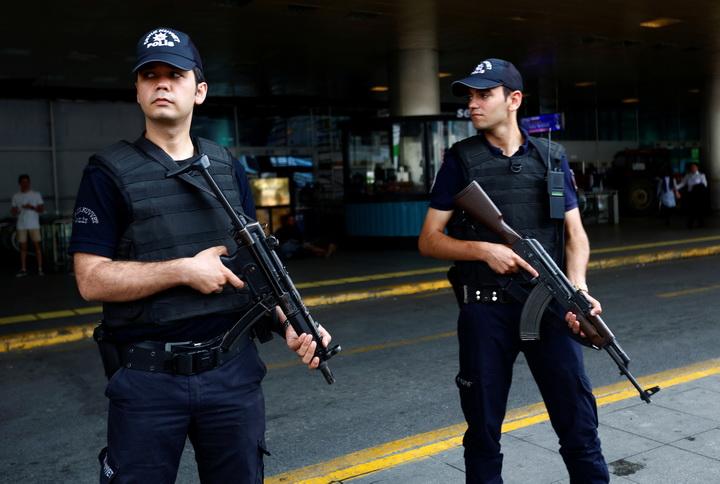 เจ้าหน้าที่ตุรกีคุมเข้มรักษาความปลอดภัย ณ สนามบินอตาเติร์กในอิสตันบูล