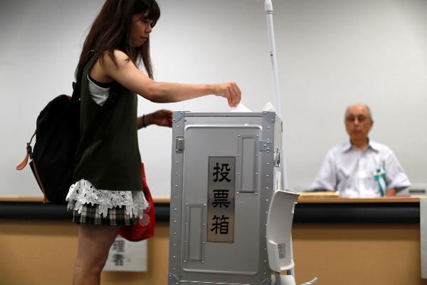 วัยรุ่นญี่ปุ่นอายุสิบแปด (เพิ่ง) เลือกตั้งได้