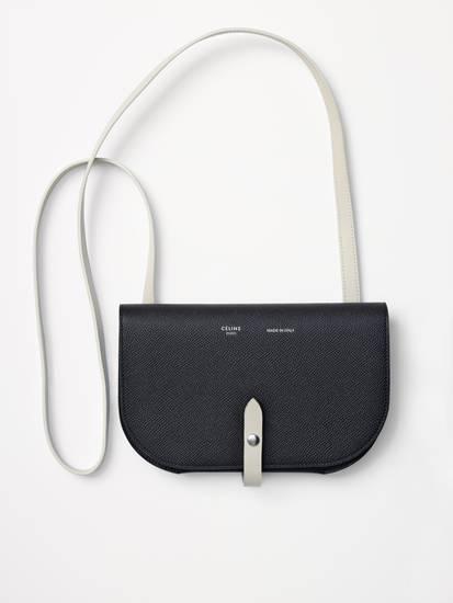 กระเป๋าใบจิ๋วสีดำสุดเรียบหรู จาก Celine