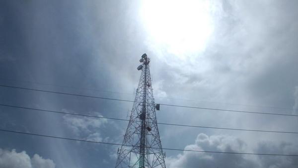 เสาส่งสัญญาณโทรศัพท์ที่นายเกน ปีนขึ้นไปสูงกว่า 110 เมตร