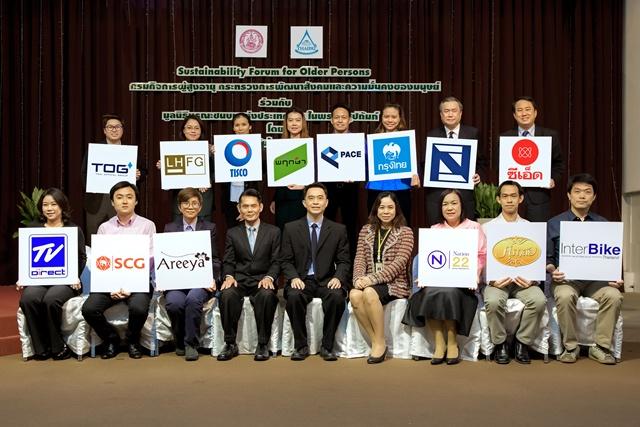 สถาบันไทยพัฒน์ และกรมกิจการผู้สูงอายุ กระทรวงการพัฒนาสังคมและความมั่นคงของมนุษย์ ร่วมมือกับภาคเอกชน 14 ราย ขับเคลื่อนธุรกิจที่เป็นมิตรกับผู้สูงอายุ (Age-Friendly Business) ภายใต้รูปแบบ CSR-in-process และ Social Enterprise เพื่อเตรียมรองรับการเข้าสู่สังคมผู้สูงอายุโดยสมบูรณ์ของประเทศไทยในอีก 5 ปีข้างหน้า