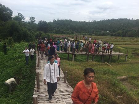 """ด้วยแรงศรัทธา! เมืองปายเปิด """"สะพานบุญโขกู้โส่"""" เชื่อมพุทธอุทยานฯ-ชุมชน (ชมคลิป)"""