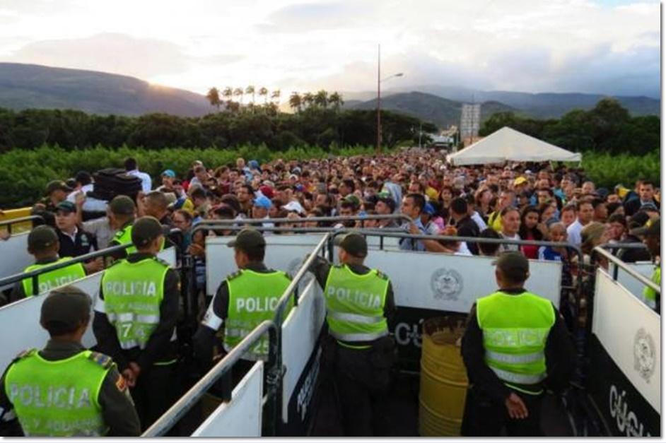 In Clip: โคลอมเบียเปลี่ยนใจ ปิดพรมแดนจนกว่ามาดูโรจะยอมเปิดถาวร หลังส่งอาหารเติมถึง 46 คันรถ ท่ามกลางเวเนฯ 123,000 ทะลักกว้านซื้อกลับหมด CNN รายงานเด็กหิวจนเป็นลมคาโรงเรียน