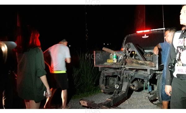 หนุ่มขับเก๋งเทียน่าเสียหลักชนต้นไม้ข้างทางดับคารถริมถนนเพชรเกษม-ชะอำ