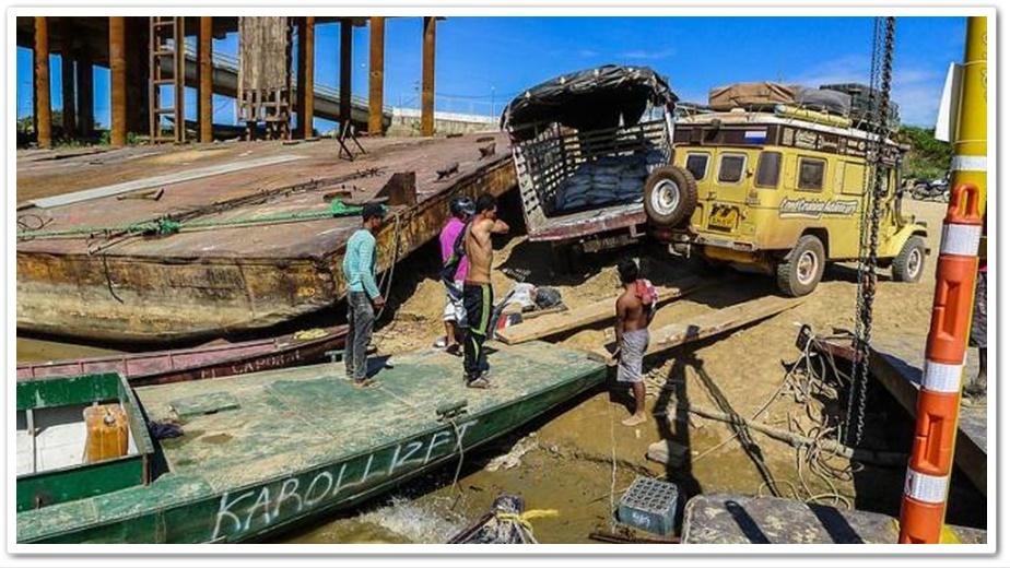การข้ามพรมแดนจาก Puerto Carreño ในฝั่งโคลอมเบียไปยัง Puerto Paez ในเวเนซุเอลา