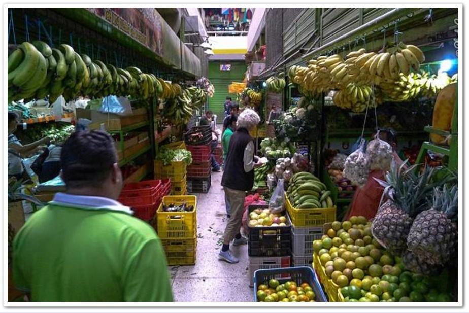 สภาพตลาดในเมริดา(Mérida) เวเนซุเอลาในช่วงปี 2015 ซึ่งเวเนซุเอลาอยู่ในสภาพการขาดแคลนอาหาร และเงินเฟ้อสูง