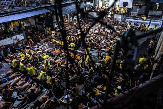 Manila: Inmates sleep on the ground of an open basketball court inside the Quezon City jail at night in Manila in this picture taken on July 21, 2016. AFP/Noel Celis