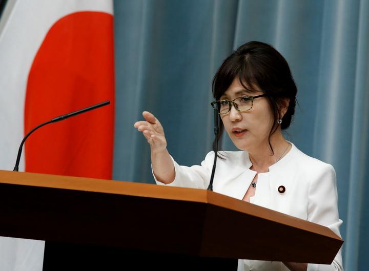 อาเบะตั้งผู้หญิงนั่งว่าการกลาโหมญี่ปุ่น ปรับ ครม.เร่งเครื่องเศรษฐกิจ