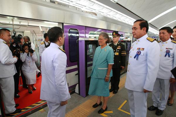 สมเด็จพระเทพรัตนฯ เสด็จฯ เปิดเดินรถไฟฟ้าสายสีม่วงอย่างเป็นทางการ