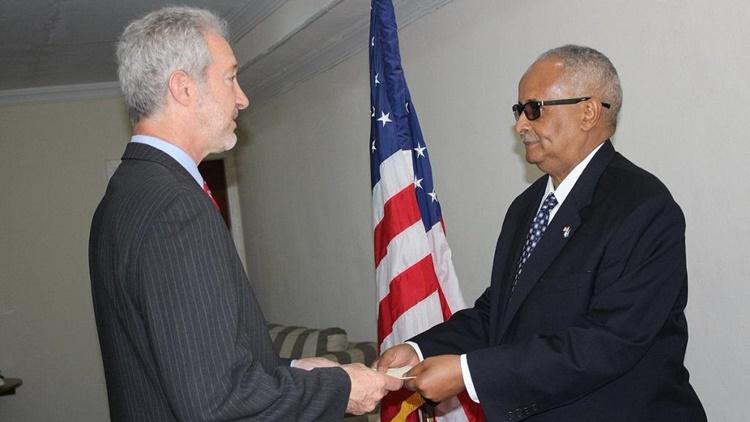 """โซมาเลียเป็นปลื้ม ต้อนรับทูต US ประจำโมกาดิชู """"คนแรกในรอบ 25 ปี"""""""