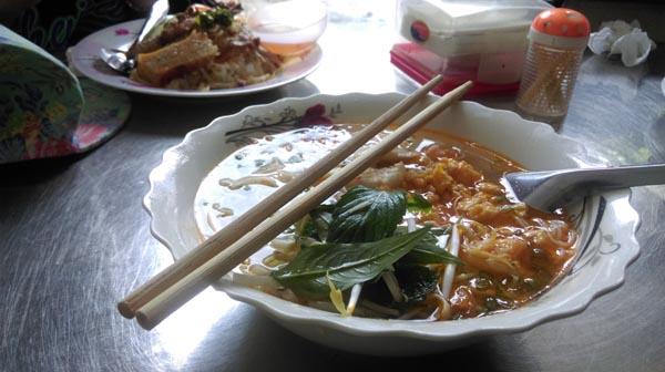 ขนมจีนน้ำปลาอร่อยมากครับขอบอก