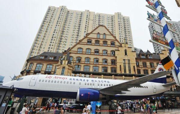 """นักธุรกิจจีนยก """"เครื่องโบอิ้ง"""" มาจอดกลางเมืองอู่ฮั่น เปิดเป็นภัตตาคารอาหารนานาชาติสุดหรู (ชมภาพ)"""