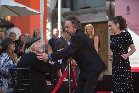 Tim Burton leaves handprints in Hollywood cement