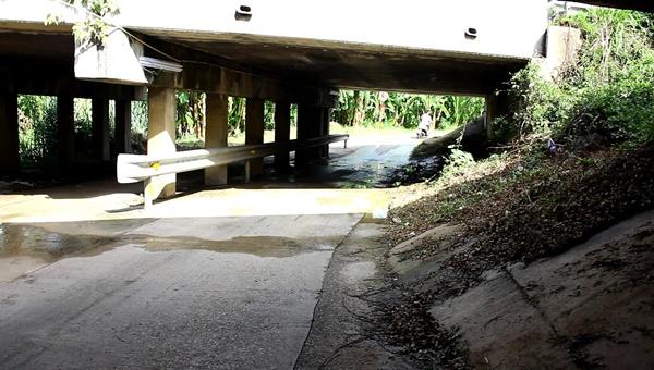 สาวเมืองโอ่งโพสต์เฟซบุ๊กเตือนภัยเพื่อนหญิง หลังเกือบตกเป็นเหยื่อโจรหื่นที่ใต้สะพานโคกหม้อ (ชมคลิป)