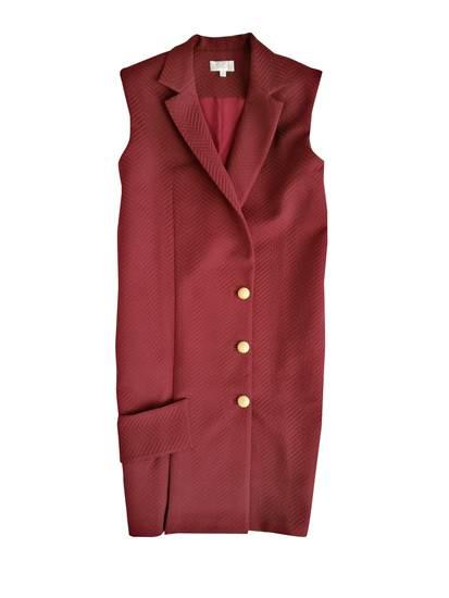 เดรสแขนกุด สีแดง จาก Irada ราคา 8,550 บาท