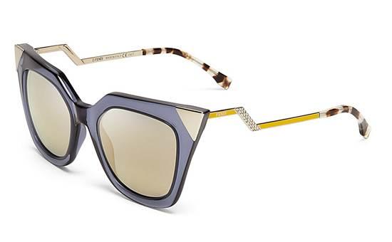 แว่นกันแดด จาก Fendi ราคา 15,900 บาท