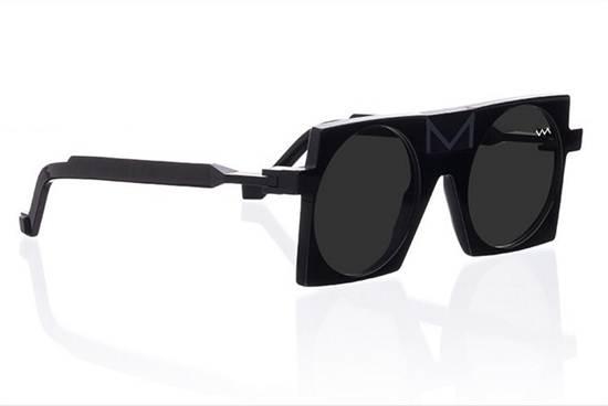 แว่นกันแดด จาก Vava ราคา 21,500 บาท