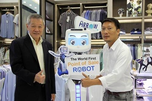 """""""ไอ.ซี.ซี."""" ใช้หุ่นยนต์เป็นนักขาย """"ซีทีฯ"""" เร่งผลิตป้อน """"ไทย-ตปท."""""""