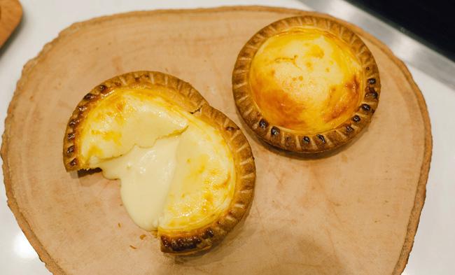 """ว้าว! """"mx cakes & bakery"""" เบเกอรีห้าดาว อันดับ 1 ของฮ่องกงบุกไทย พลาดไม่ได้เมนูซิกเนเจอร์ Cheese Lava Tart กับ Mango Layer Cake"""