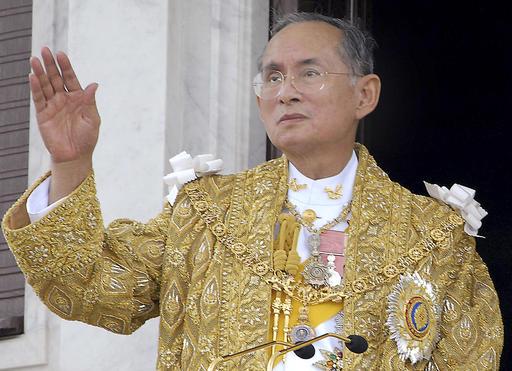 """สำนักข่าวเอพีรายงานข่าวสวรรคต ระบุ """"ในหลวง"""" เป็นหลักแห่งเสถียรภาพของไทยมา 70 ปี"""