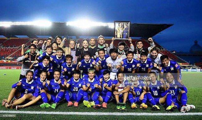 รอยยิ้มแห่งความสุขบนเวทีฟุตบอลโลกครั้งแรกของช้างศึกสาวไทย