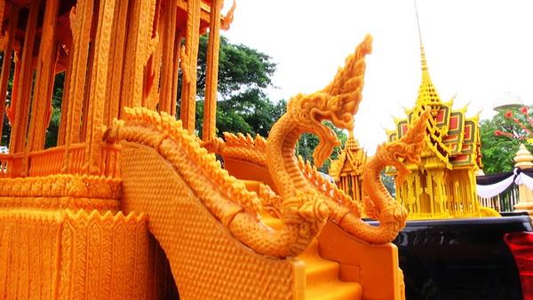 ชาวนครพนมประดิษฐ์ปราสาทผึ้งถวายพุทธบูชา-ถวายพระราชกุศล