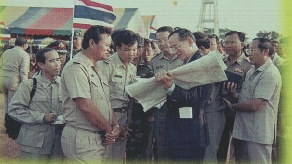 """""""ทรงมุดลวดหนาม เพื่อเสด็จฯ ไปทรงหาแหล่งน้ำให้ราษฎร""""...ต้นกำเนิด """"ลำพะยังภูมิพัฒน์""""...อุโมงค์ผันน้ำหนึ่งเดียวในไทย"""