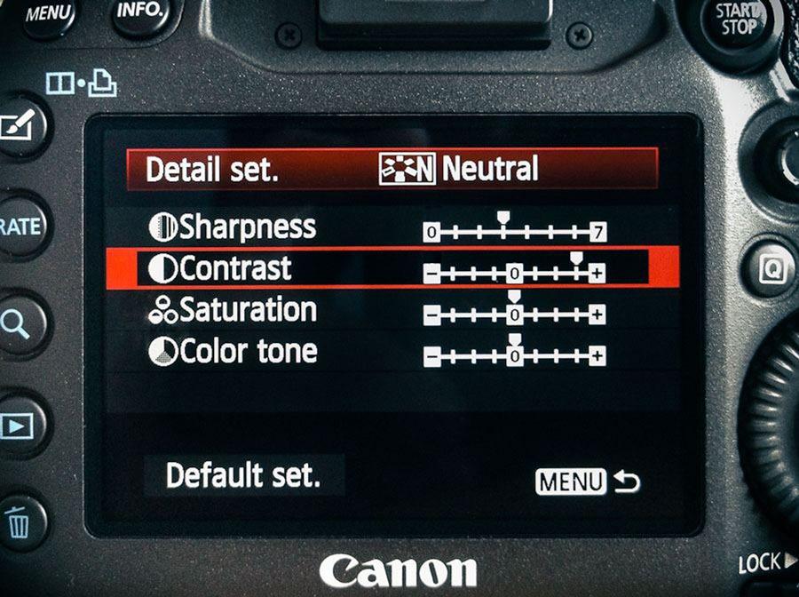 การปรับเร่งค่า Contrast ในเมนูหลังกล้อง ซึ่งถือเป็นช่วยให้เห็นรายละเอียดได้ง่ายขึ้นสำหรับมือใหม่ได้เป็นอย่างดี