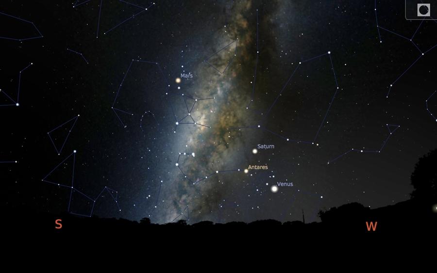 ตำแหน่งบริเวณแนวทางช้างเผือกในวันที่ 18 ตุลาคม 2559 ในช่วงเวลา 19.00 น. ซึ่งแนวทางช้างเผือกจะปรากฏเป็นแนวเอียงไปทางขวาพาดผ่านท้องฟ้าจากทิศใต้ไปยังทิศเหนือ