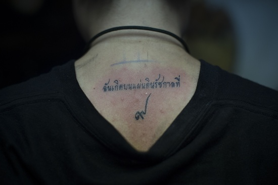 Thais get inked in tribute to beloved king