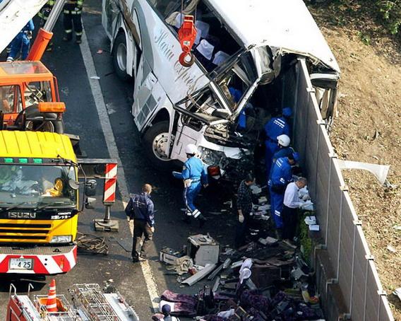 อุบัติเหตุรถทัวร์นำนักท่องเที่ยวไปยังโตเกียวดิสนีย์แลนด์เมื่อปี 2012 ผู้โดยสารเสียชีวิต 7คน