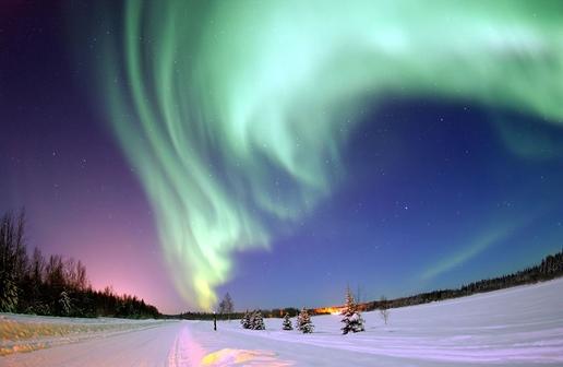 ม่านแสงและม่านเสียงวิทยุเหนือดาวเคราะห์ขนาดใหญ่ทั้งในและนอกระบบสุริยะ