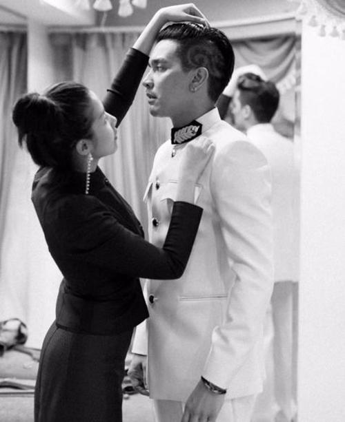 """""""ใบเตย-ดีเจแมน"""" สวมชุดไทยจิตรลดาและชุดขอเฝ้า บอกภูมิใจที่เป็นคนไทย"""