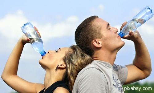 การดื่มน้ำเย็น ทำให้เป็นมะเร็งได้ง่ายขึ้น! (จริงหรือ?)