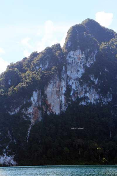 หน้าผาภูเขาหินปูน มีภาพหญิงสาวให้ได้ใช้จินตนาการในการชม