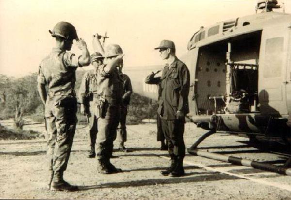 �ล�าร���หารู�ภา�สำหรั� ��หลว� ร.9 เยี�ยมทหาร