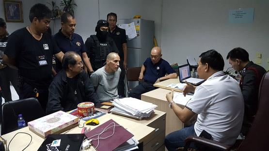 """""""ชิมอน"""" มือฆ่าโหดหั่นศพฟันแทงไม่ยั้ง 38 แผล เคยติดคุกฆ่าคนตายในไทยเมื่อ 15 ปีก่อน"""