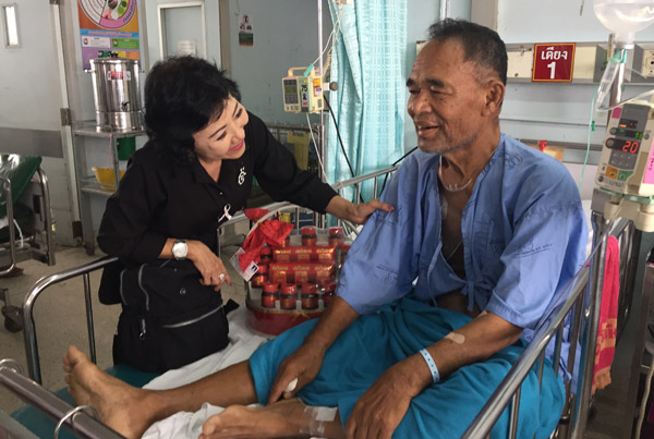 """""""หมวดวิชัย"""" นักปลูกต้นไม้ชื่อดังไทยอาการป่วยเริ่มดีขึ้น - แพทย์รอดูอาการอีก 5 วัน"""