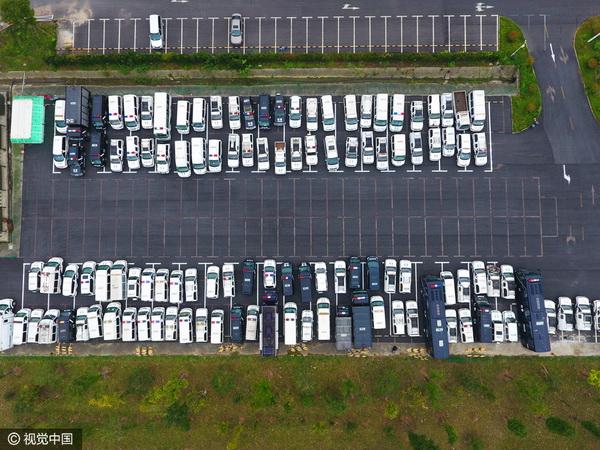 รถยนต์ที่รัฐบาลหังโจวได้ยึดมาจากหน่วยงานต่างๆนับ 100 แห่ง เพื่อลดความฟุ่มเฟือย  (ภาพวีซีจี สื่อจีน)